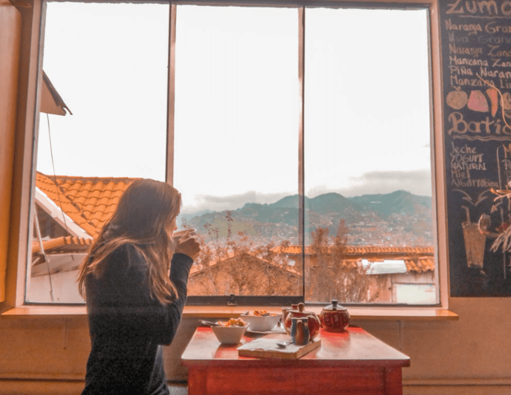tips for eating out alone while traveling