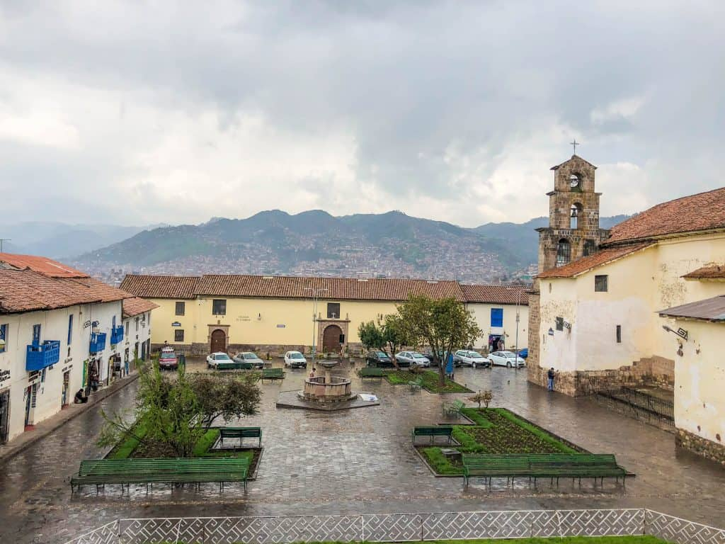 Plaza San Blas in the rain with the mountains in the background