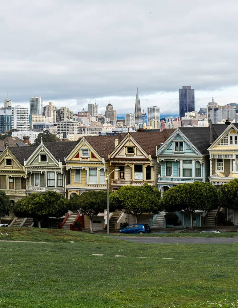 Victorian painted ladies homes with the San Francisco skyline in the background