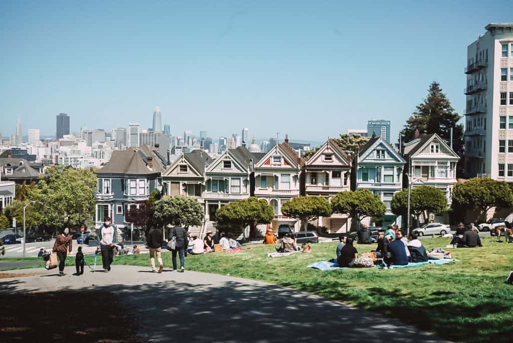 people having picnics at Alamo Square with the Painted Ladies